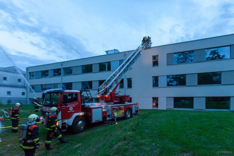 Brand am Dach der Volksschule Kirchberg am Wagram